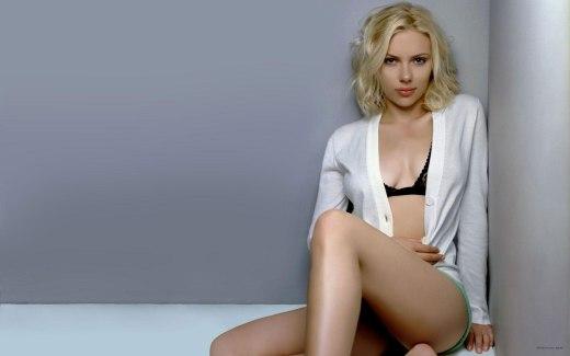 Scarlett-Johansson-White-Pajamas